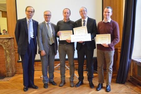 Mohammed Moudjou, Jérôme Chapuis et Vincent Béringue reçoivent le prix de biologie Alfred Kastler 2017 de la Fondation Droit Animal, Ethique et Sciences en présence de Louis Schweitzer, Président de l'association et de André Nieoullon, président du jury du prix de biologie Alfred Kastler 2017